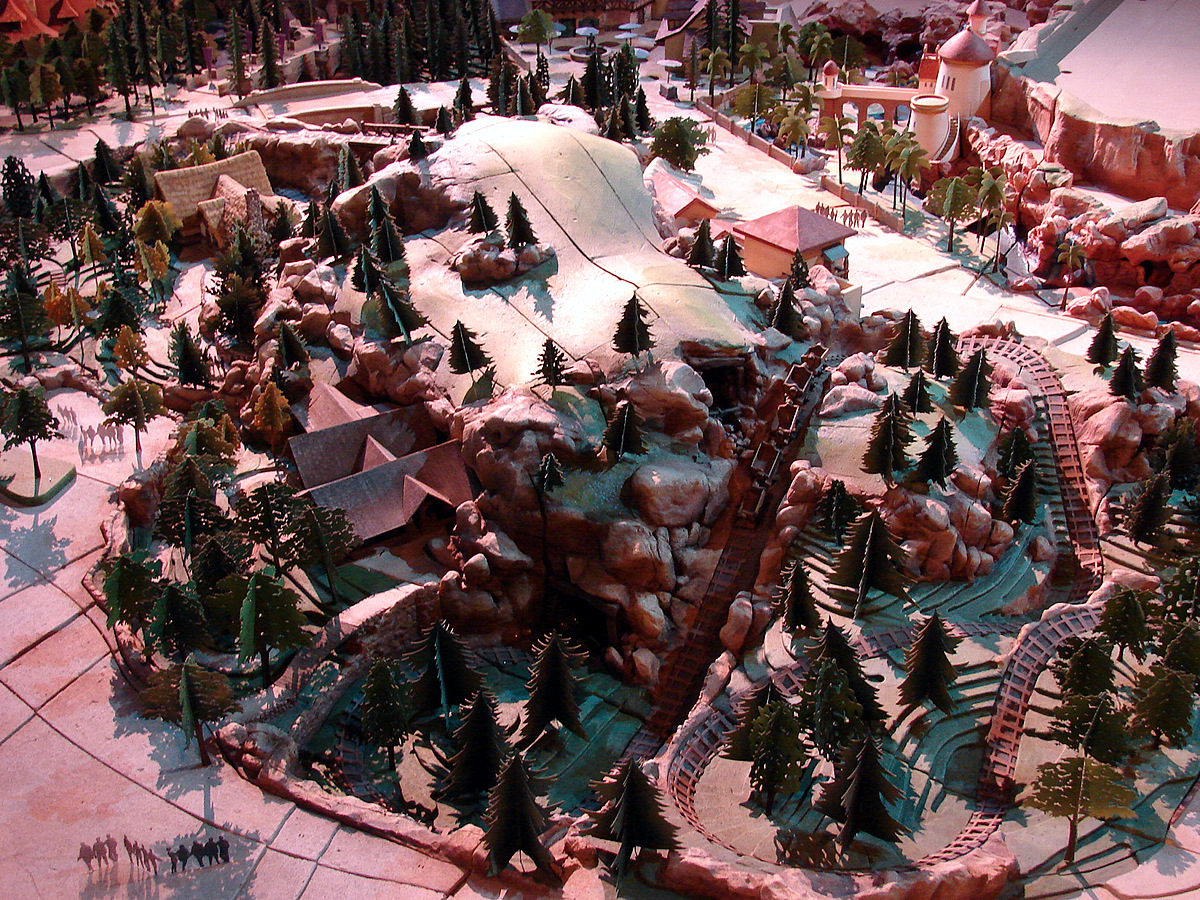 [Magic Kingdom] New Fantasyland - The Forest: Beauty and the Beast, The Little Mermaid (06 décembre 2012), 7 Dwarfs Mine Train (28 mai 2014) - Page 4 MK_Seven+Dwarfs_MineTrain_FLmodel-goldhaber