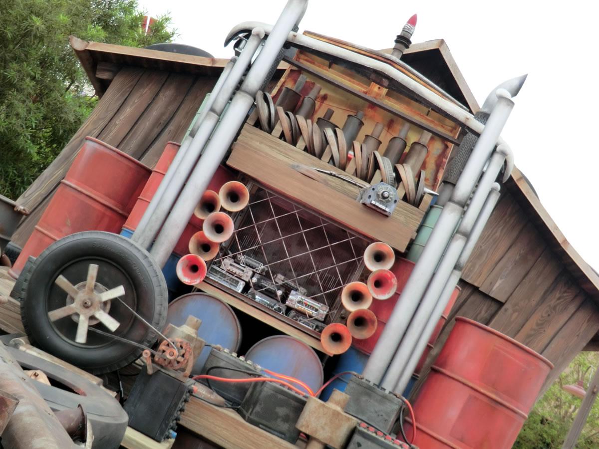 Mouseplanet - Cars Land Test Drive: Mater's Junkyard