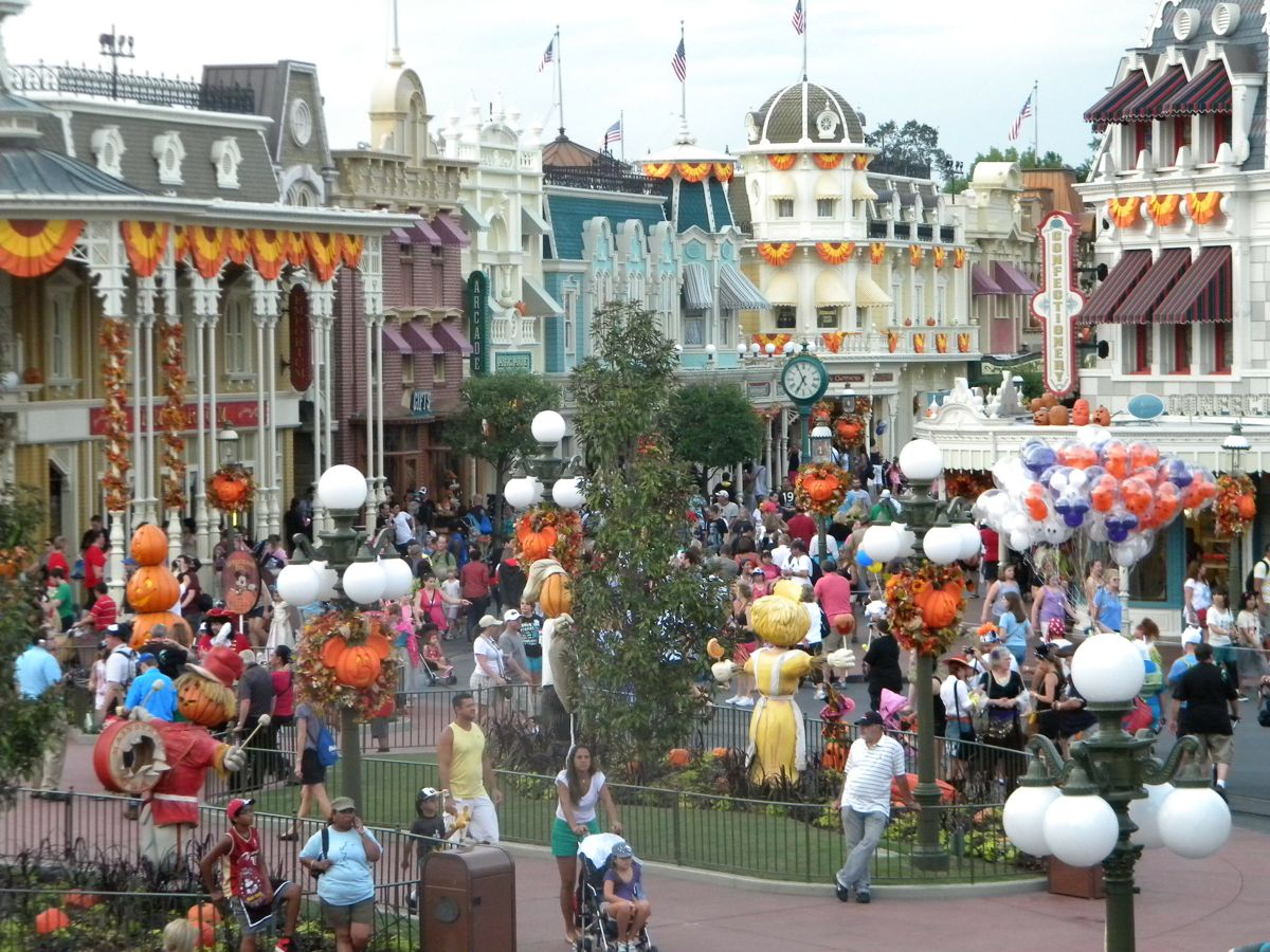 Mouseplanet - Tricks and Treats from Magic Kingdom's Not So Scary ...