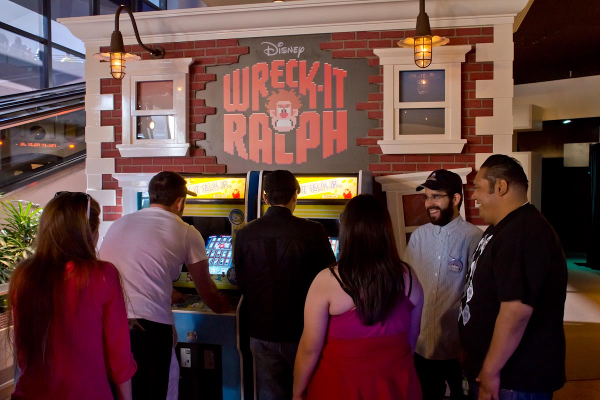 Mouseplanet disneyland resort update by bryan pugh guests can play classic style fix it felix jr video games at the wreck it ralph meet and greet photo by bryan pugh kristyandbryce Choice Image