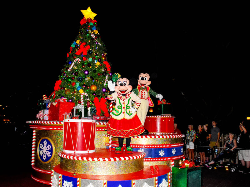 Mickey's Very Merry Christmas Party Entertainment Highlights