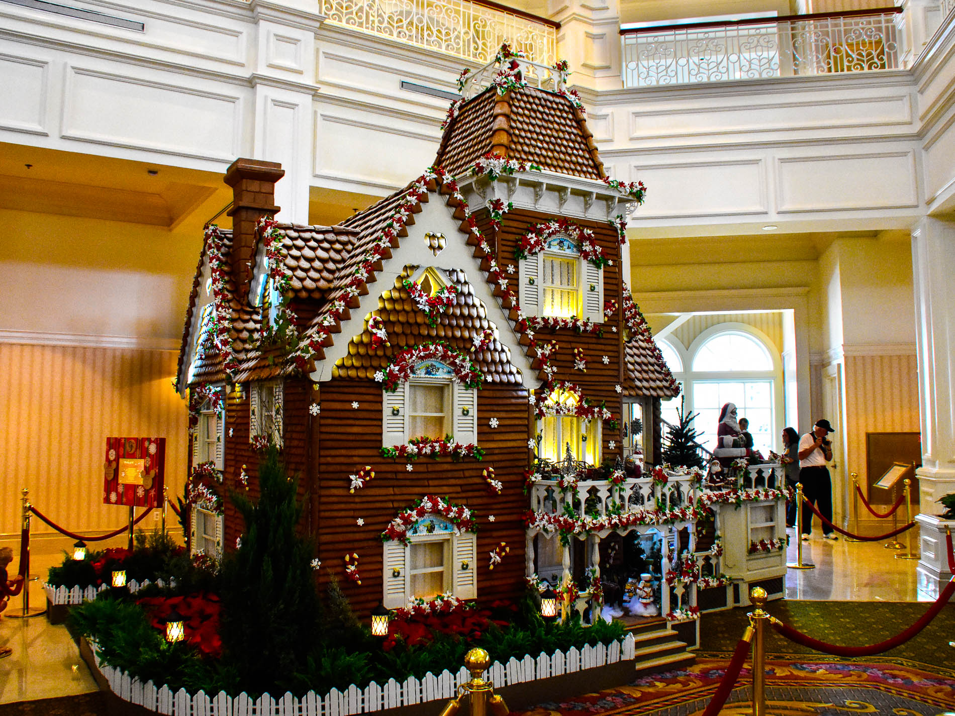 Disney hotel christmas decorations - The Gingerbread