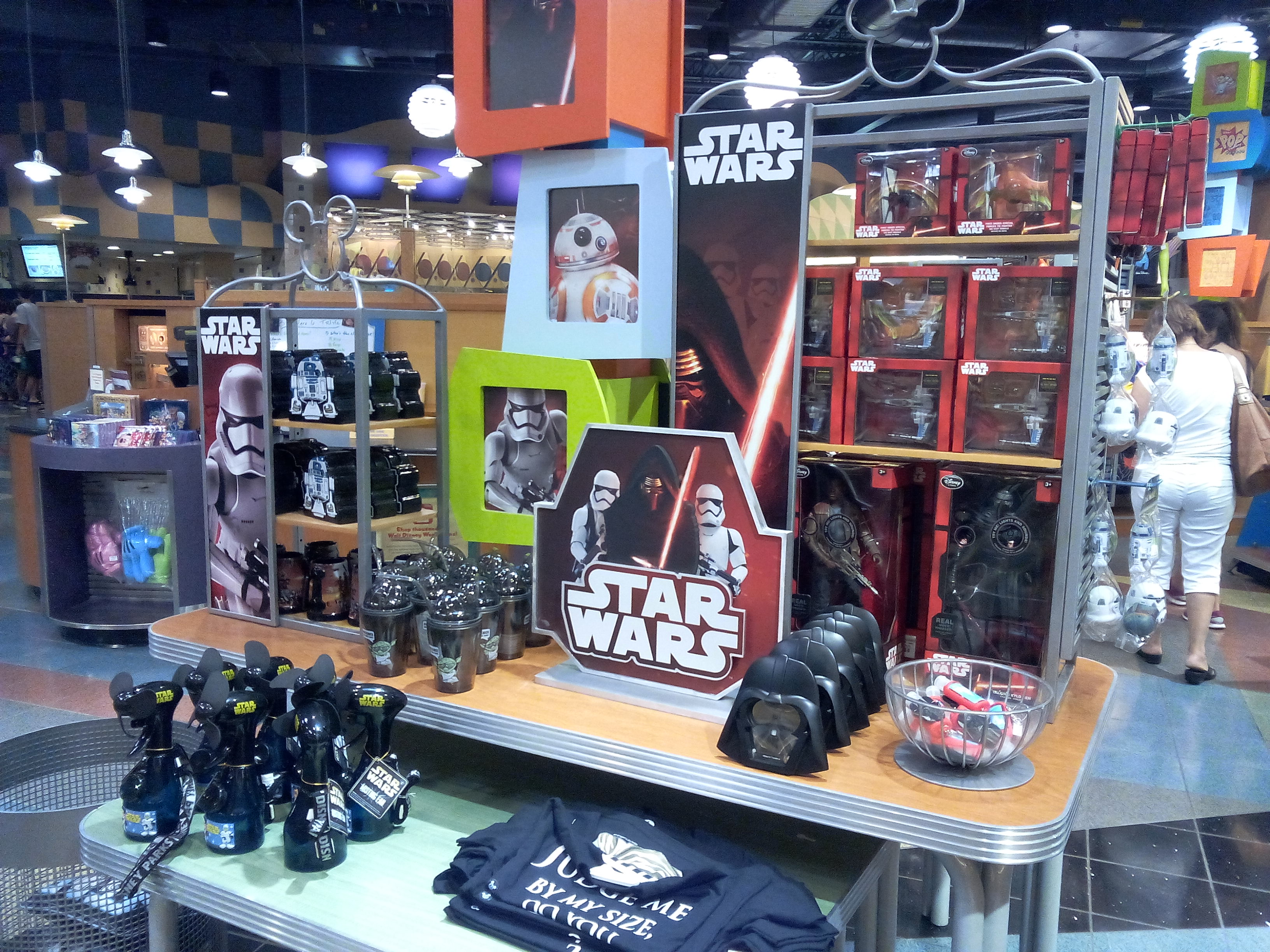 Mouseplanet - A Star Wars Fan visits the Launch Bay by Todd King