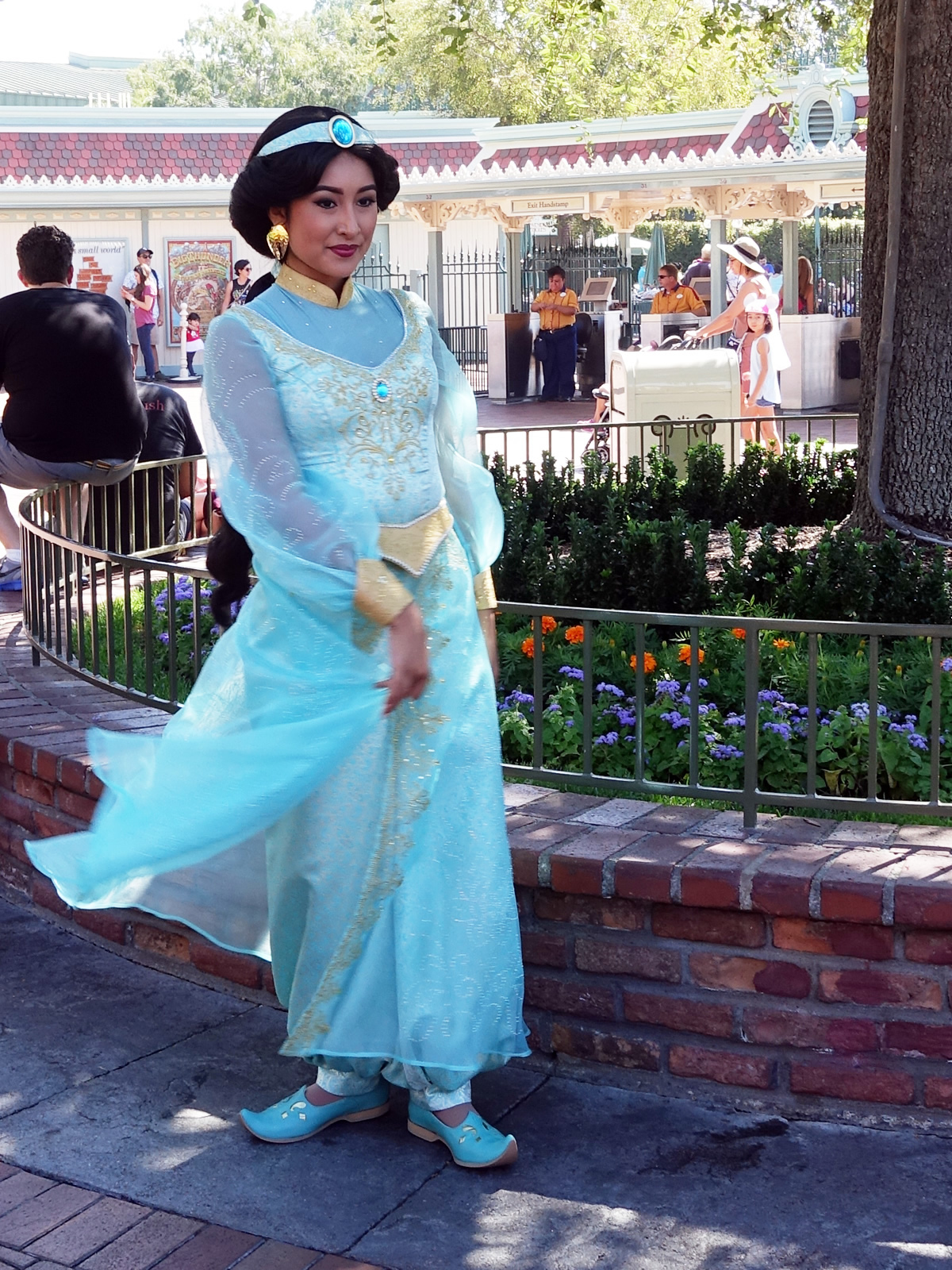 Mouseplanet disneyland resort update for september 19 25 2016 by princess jasmine is wearing a new outfit to meet guests at disneyland photo by adrienne vincent phoenix m4hsunfo