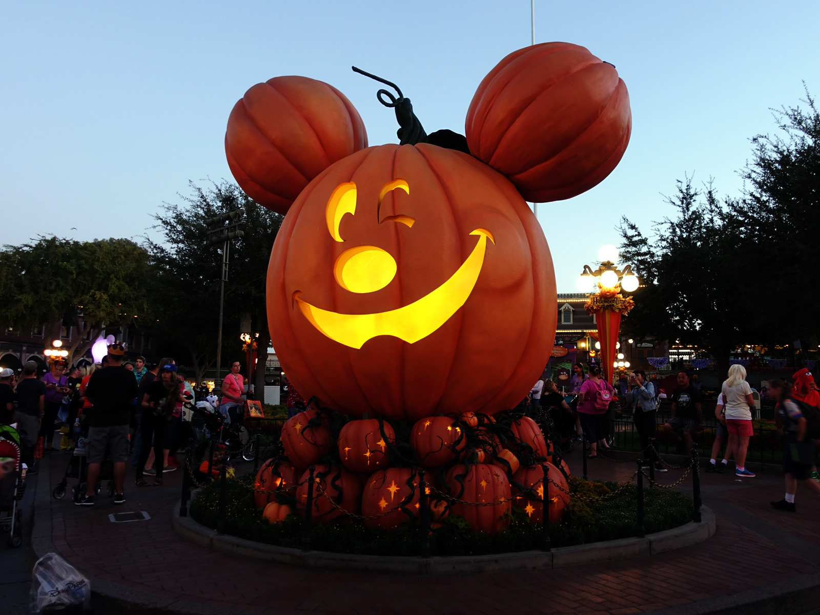 take advantage of the early entry period to enjoy the halloween decorations around disneyland photo by adrienne vincent phoenix - Disneyland Hours Halloween