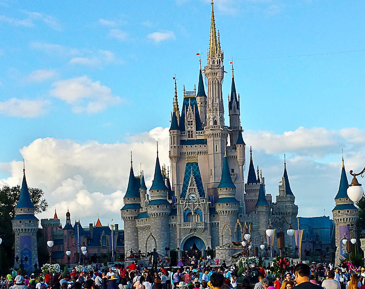 there were generally heavy crowds at the magic kingdom on christmas day