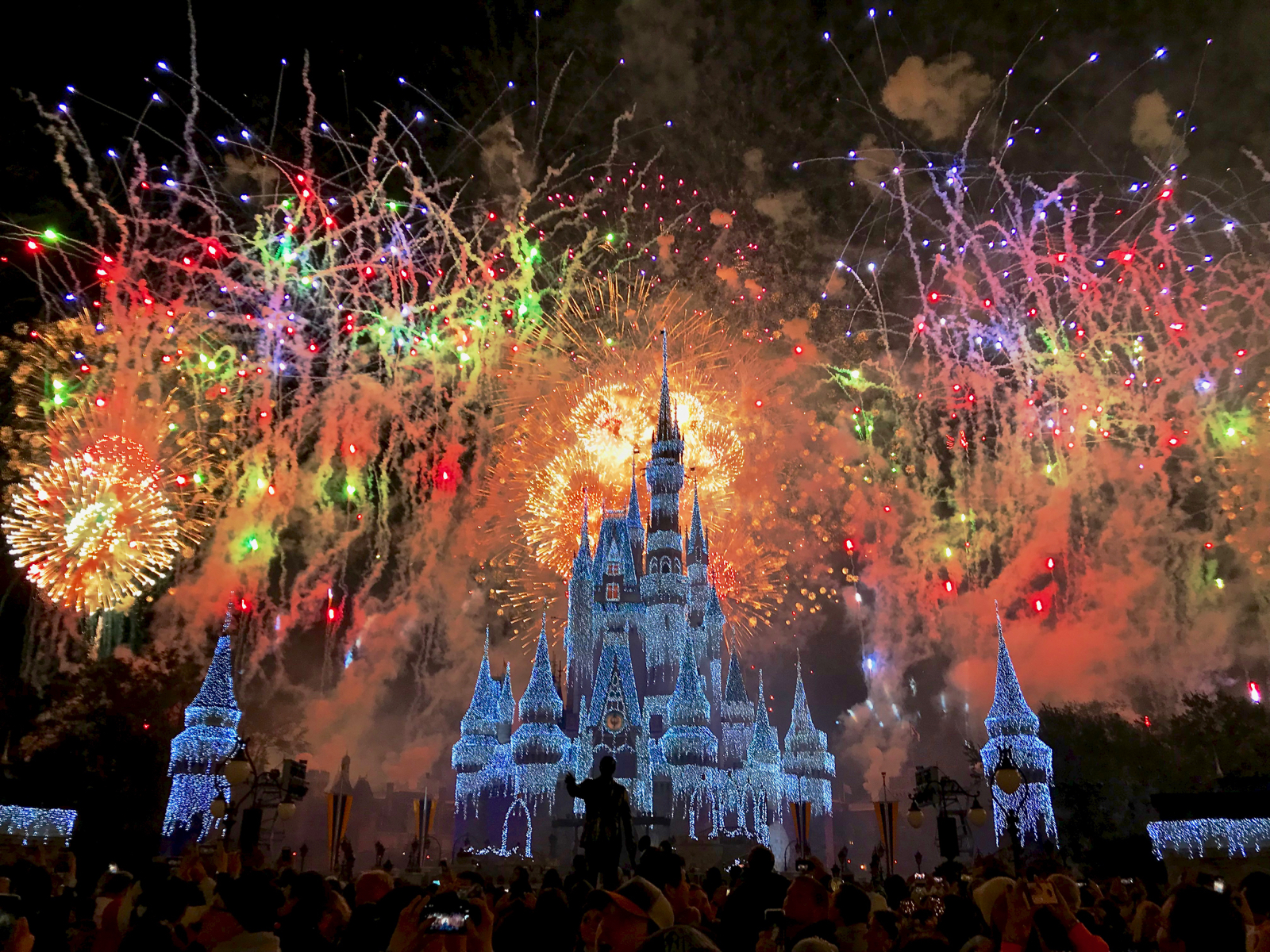 Fantasy in the Sky fireworks were presented four times on December 30-31 e70b44f70