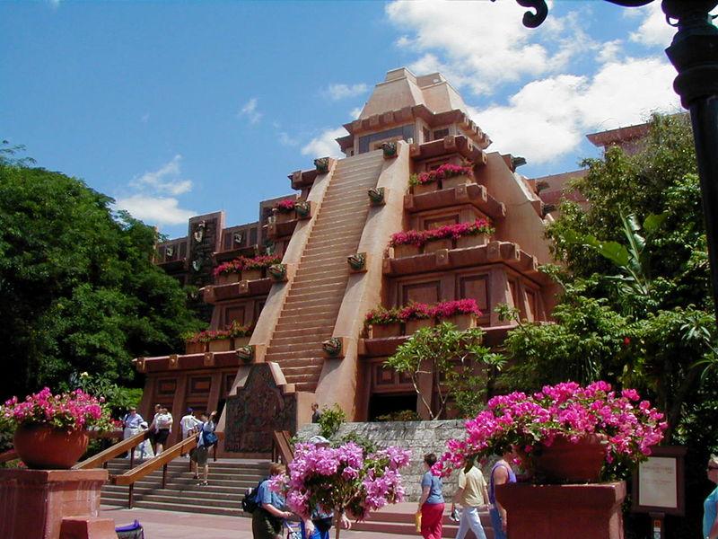 Pré-trip [WDW+UNIVERSAL] 01-09-2010 au 15-09-2010 : Préparation du trip + en bonus, DVD de promotion de WDW 2010 (page 5) Mexico_pyramid_010427_bennett