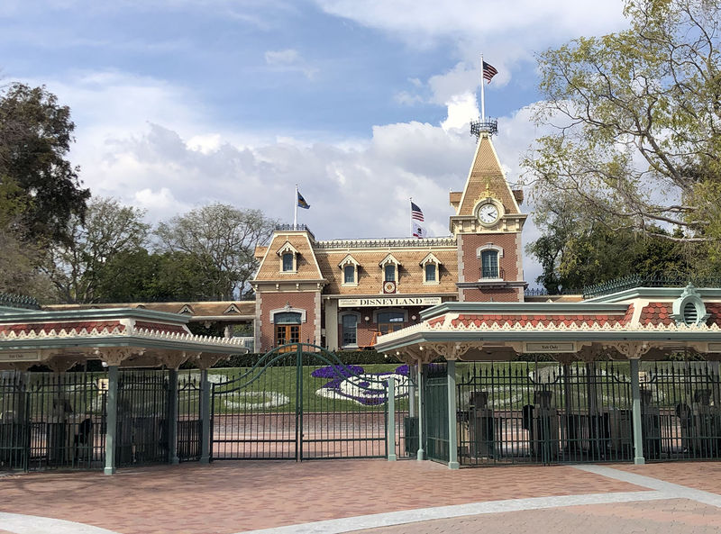 Your Guide to Disneyland Theme Park Reservations