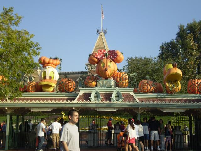 Donald, Minnie and Pluto appear in pumpkin form above the Main Entrance gates to Disneyland. Photo by Shoshana Lewin.