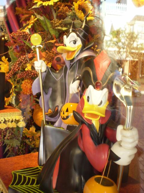 Maleficent/Daisy and Jafar/Donald make a cute couple, don't you think? Photo by Shoshana Lewin.