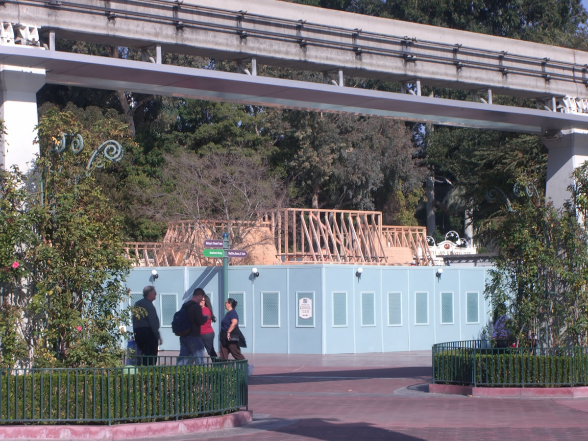 Vertical construction of the new central stroller rental location is visible outside Disneyland. Photo by Adrienne Vincent-Phoenix.